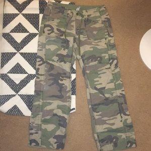 GAP Camo Cargo Pants Size 10
